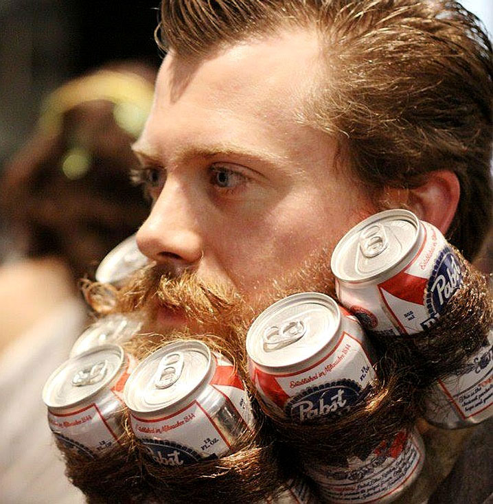 This man who uses his beard to hold cans-25 extreme Hipsters of modern times-9