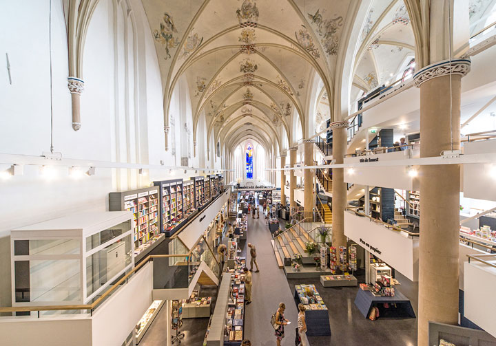 A Fifteenth Century Gothic Cathedral Transformed Into A Big Library-2
