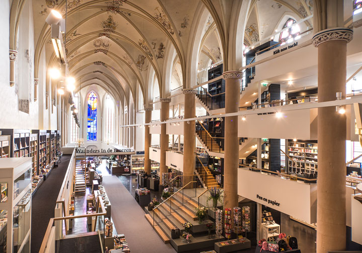 A Fifteenth Century Gothic Cathedral Transformed Into A Big Library-5