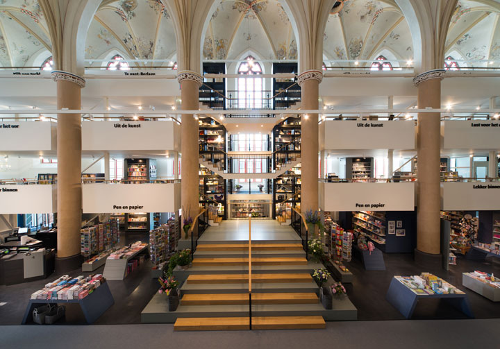 A Fifteenth Century Gothic Cathedral Transformed Into A Big Library-9