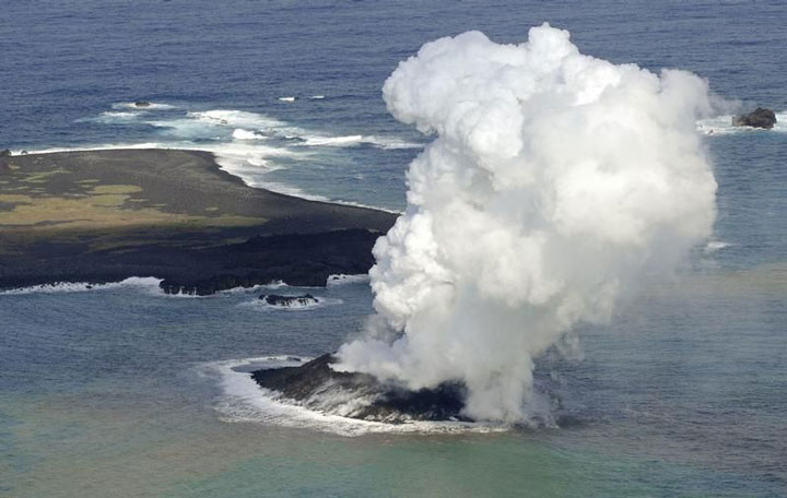 The eruption of a volcano in Japan gives rise to the birth of an island of the coast of Japan-1