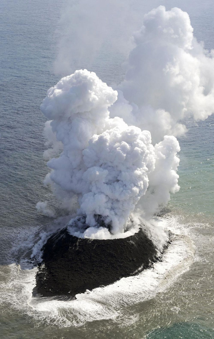The eruption of a volcano in Japan gives rise to the birth of an island of the coast of Japan-2