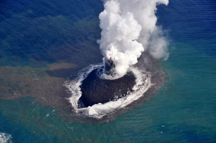 The eruption of a volcano in Japan gives rise to the birth of an island of the coast of Japan-3