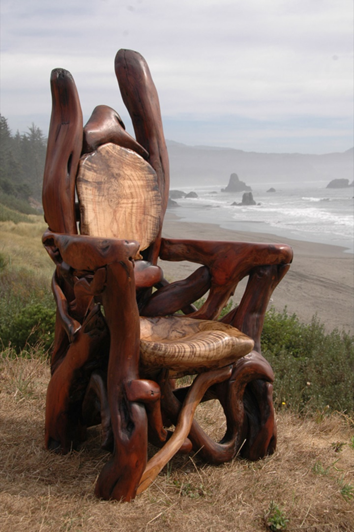 "Assortment of chairs and ""Thrones""-Jeffro makes impressive sculptures made only with wood-22"