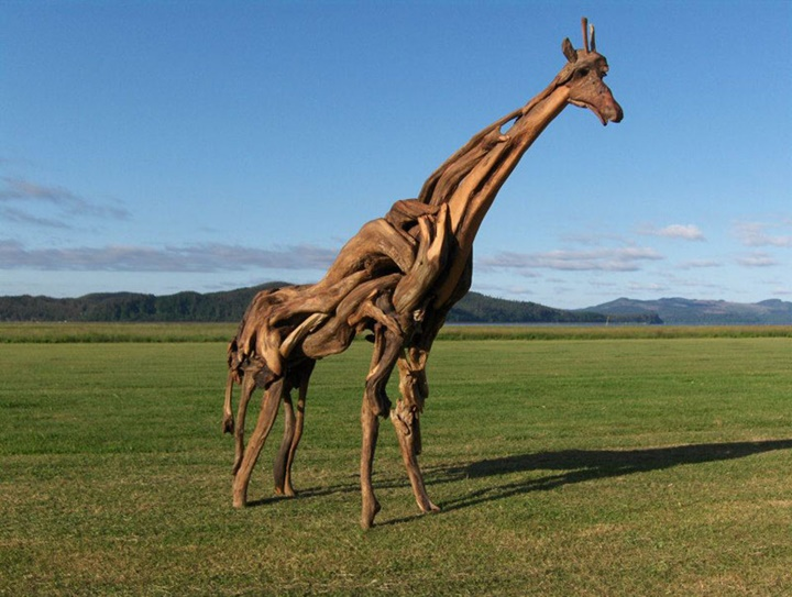 A giraffe Jeffro makes impressive sculptures made only with wood-23