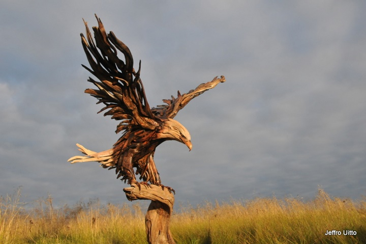 An eagle-Jeffro makes impressive sculptures made only with wood-9
