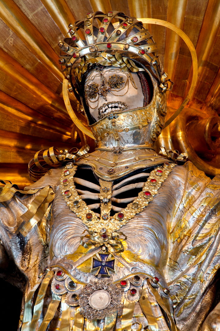 Macabre Art: 19 Skeletons Adorned With Lavish Jewelry In European Churches-1
