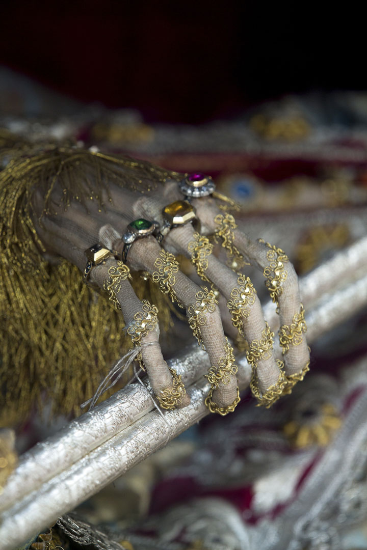 Macabre Art: 19 Skeletons Adorned With Lavish Jewelry In European Churches-13