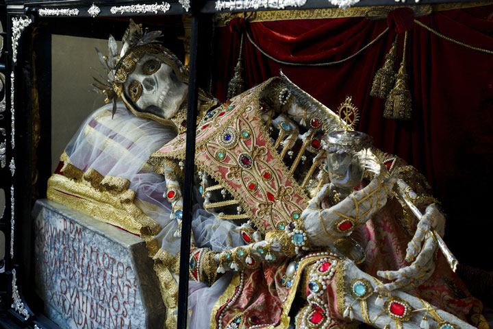 Macabre Art: 19 Skeletons Adorned With Lavish Jewelry In European Churches-16