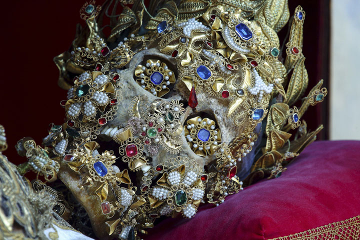 Macabre Art: 19 Skeletons Adorned With Lavish Jewelry In European Churches-18