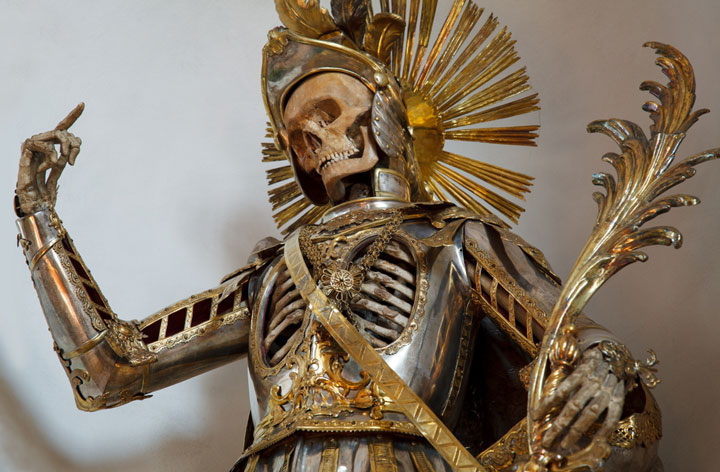 Macabre Art: 19 Skeletons Adorned With Lavish Jewelry In European Churches-4