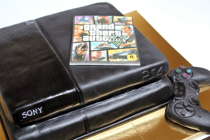 The Playstation 4 and GTA V cake-Original Cake Designs For The Passionate Of Geek Culture -12