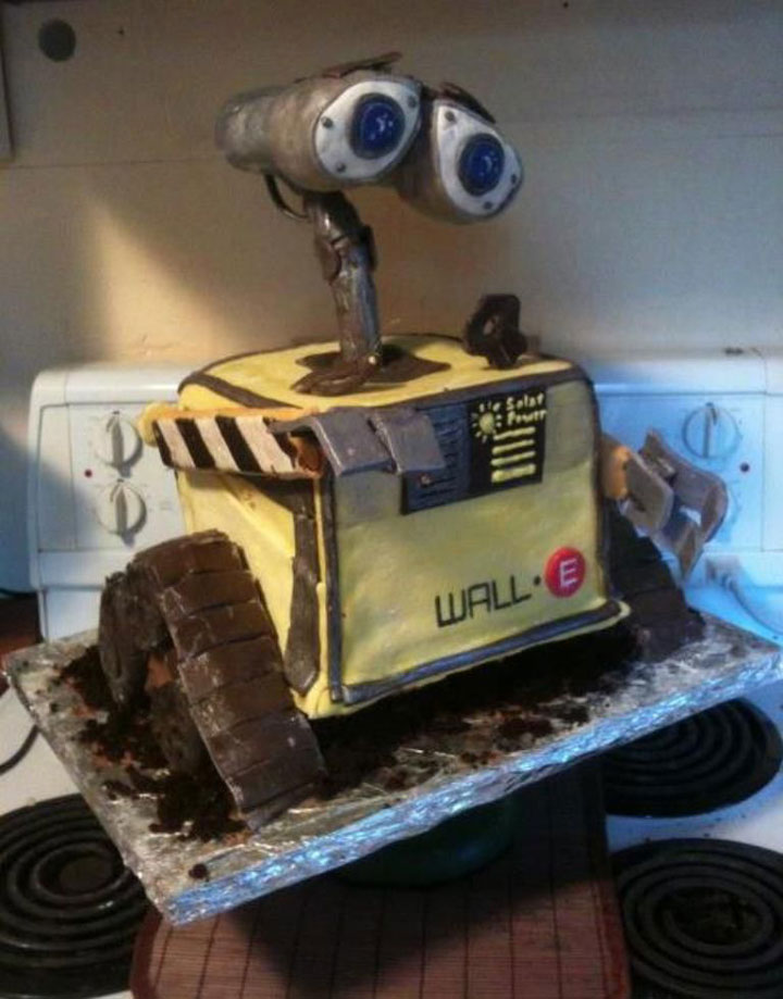 The Wall-E cake-Original Cake Designs For The Passionate Of Geek Culture -16