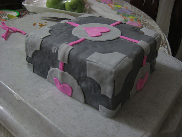 The cake inspired Portal universe-Original Cake Designs For The Passionate Of Geek Culture -21