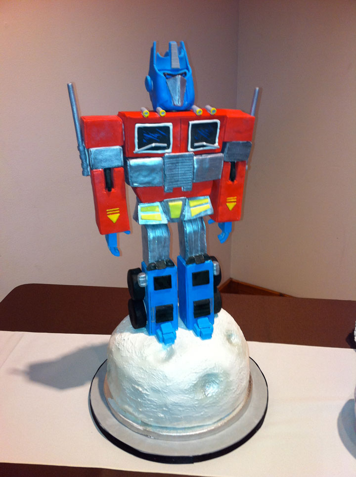 Optimus Prime Cake from Transformers-Original Cake Designs For The Passionate Of Geek Culture -25