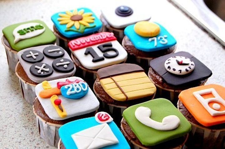 iPhone cupcakes-Original Cake Designs For The Passionate Of Geek Culture -27