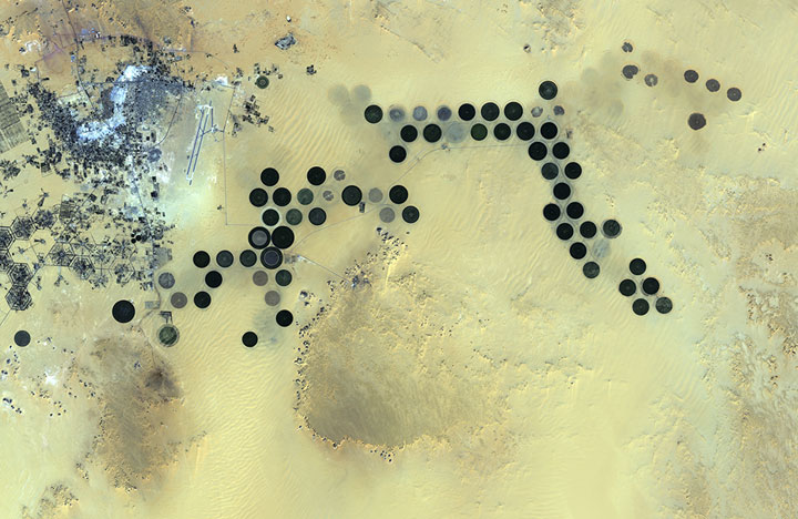 The Al Jawf oasis in Libya-Striking-Landscapes-of-Earth-from-space-as-artworks-112
