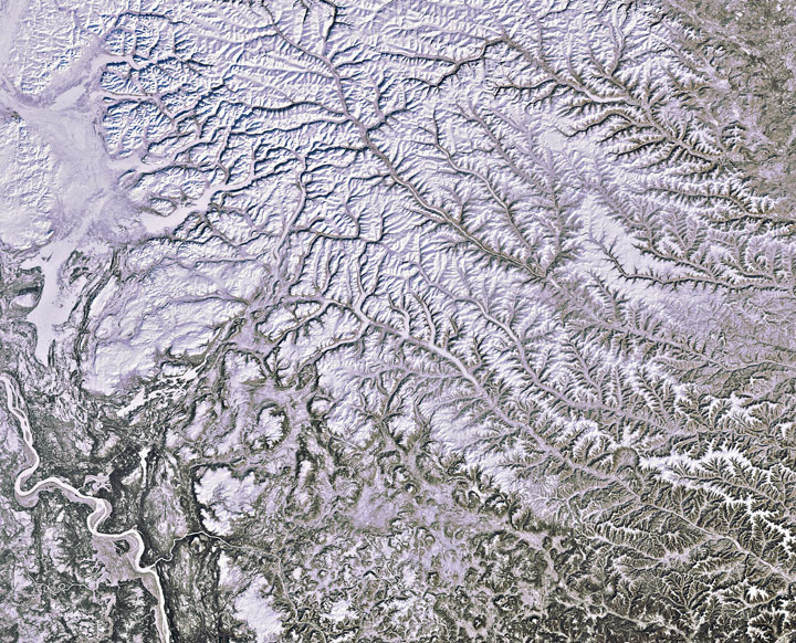 Siberian snow-Striking-Landscapes-of-Earth-from-space-as-artworks-114