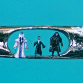 An Artist Creates Amazing Miniature Sculptures Of The Size Of A Pinhead (Photo Gallery)