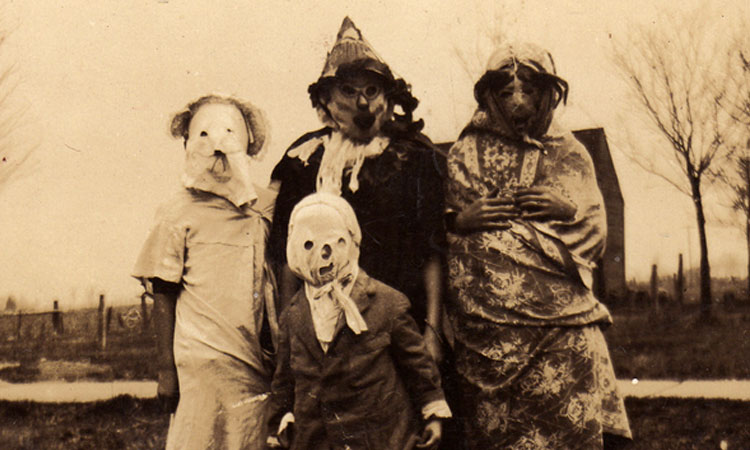 The Very First Scary Halloween Photographs From History