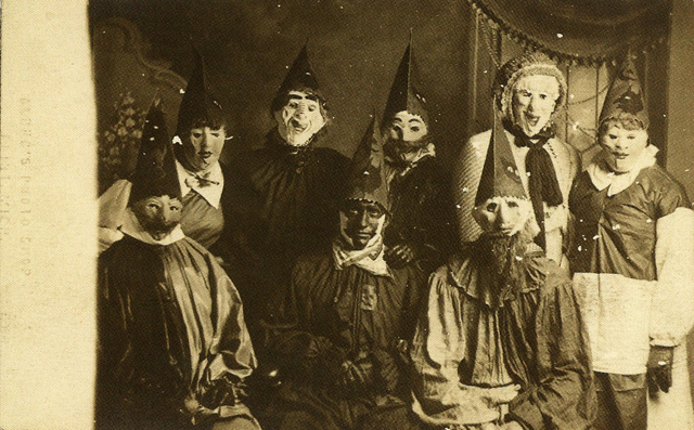 The Very First Scary Halloween Photographs From History (Photo ...
