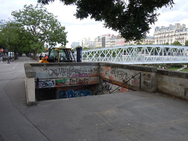 Arsenal station-Visit The Amazing Abandoned Ghost Metro Stations Of Paris-10