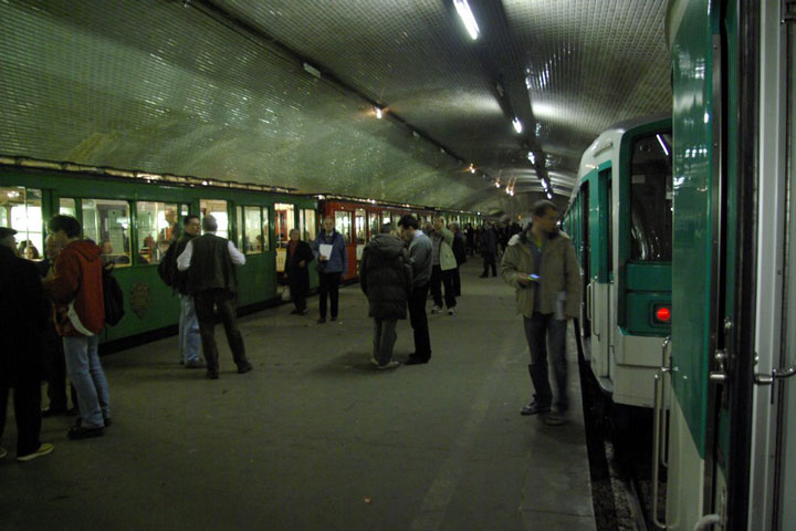 Station Porte Molitor-Visit The Amazing Abandoned Ghost Metro Stations Of Paris-14