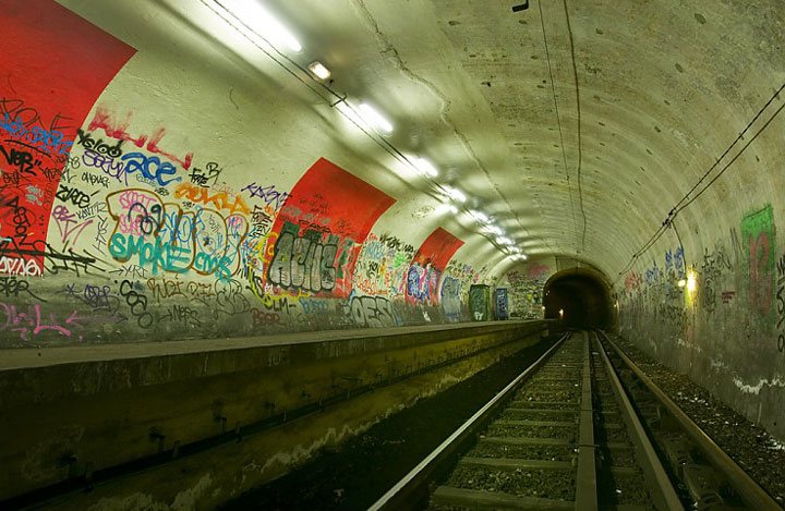 The station Haxo-Visit The Amazing Abandoned Ghost Metro Stations Of Paris-16