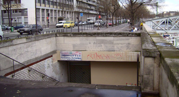 Arsenal station-Visit The Amazing Abandoned Ghost Metro Stations Of Paris-9
