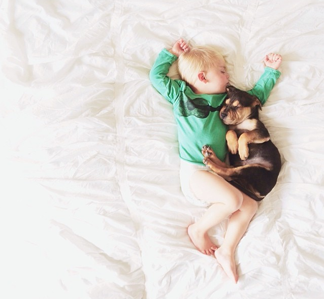 Jessica A stunning Series Of Photograph Immortalizes The Friendship Between A Baby And A Puppy-1