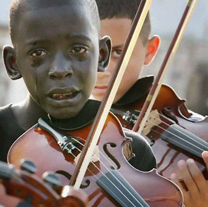 Diego Frazão Torquato, crying, playing the violin at the funeral of his teacher who helped him out of poverty-Most Touching Photographs-1