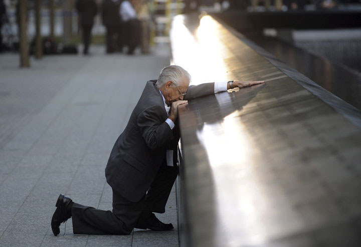 15. Robert Peraza kisses his son's name on the memorial dedicated to the victims of the September 11 attacks-Most Touching Photographs-16