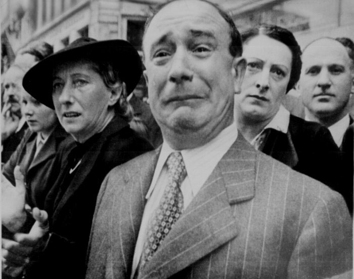 A French civilian weeping in despair when the Nazis took control of Paris during the Second World War-Most Touching Photographs-19