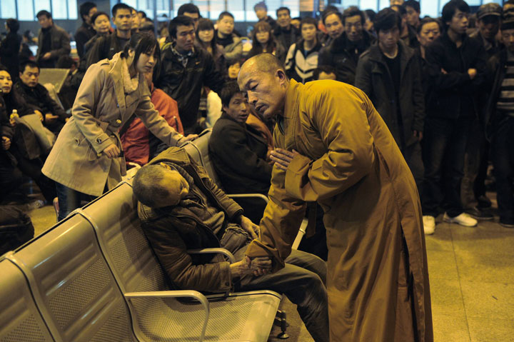 29. A monk prays for a man died suddenly while waiting for a train to Taiyuan Shanxi China-Most Touching Photographs-25