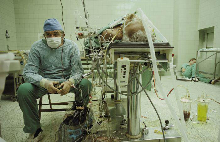 A surgeon and his assistant are exhausted after a successful heart transplant operation that lasted 23 hours-Most Touching Photographs-5