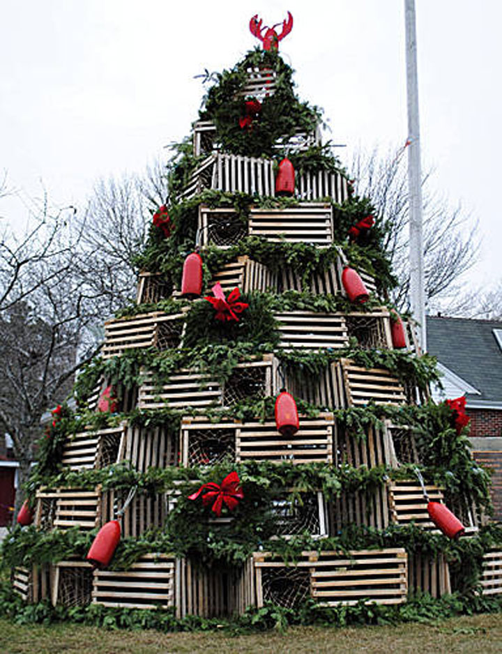 The lobster trap tree-Most Wacky And Non-Traditional Christmas Trees -10