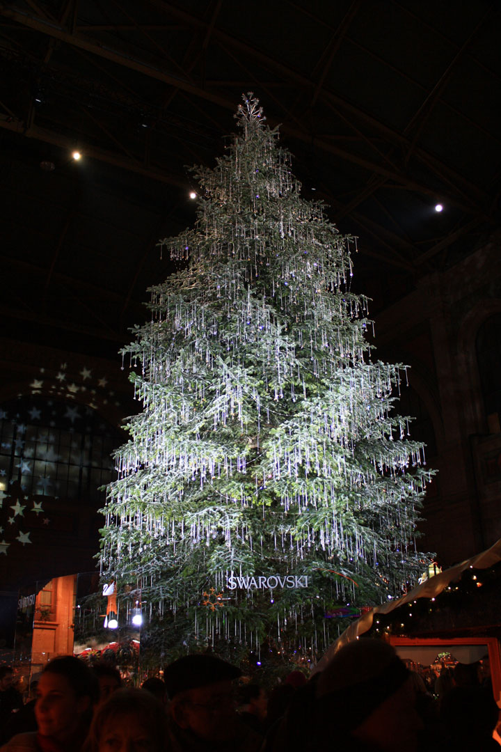 Swarovski Christmas tree-Most Wacky And Non-Traditional Christmas Trees -5