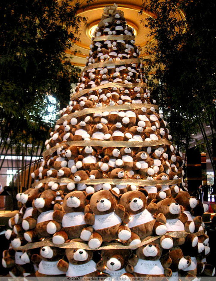 The teddy bear tree-Most Wacky And Non-Traditional Christmas Trees -9