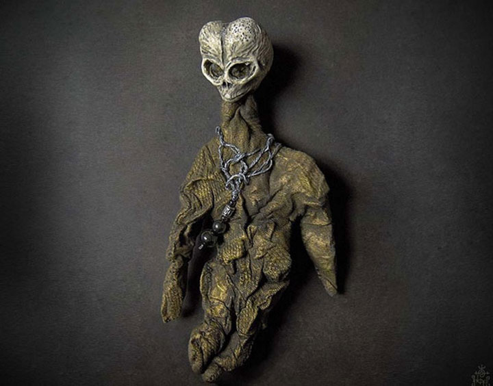 Alien doll-Terrifying Dolls Will Surely Frighten Naughty Kids-9