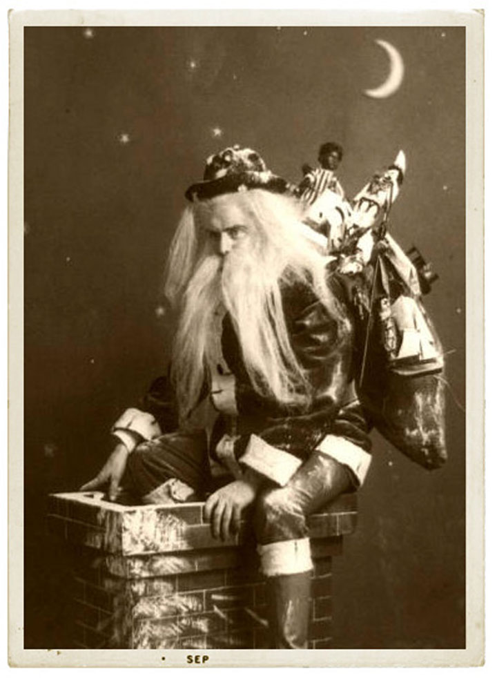 Discover The 23 Most Creepy Santa Photos From The Past-10