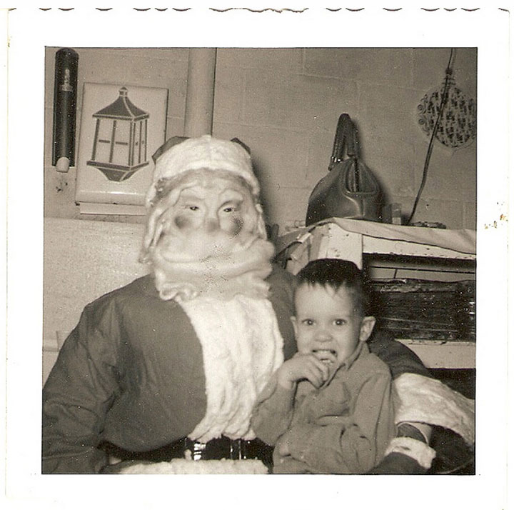 Discover The 23 Most Creepy Santa Photos From The Past-4