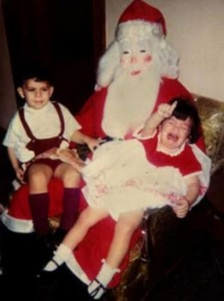 Discover The 23 Most Creepy Santa Photos From The Past-6