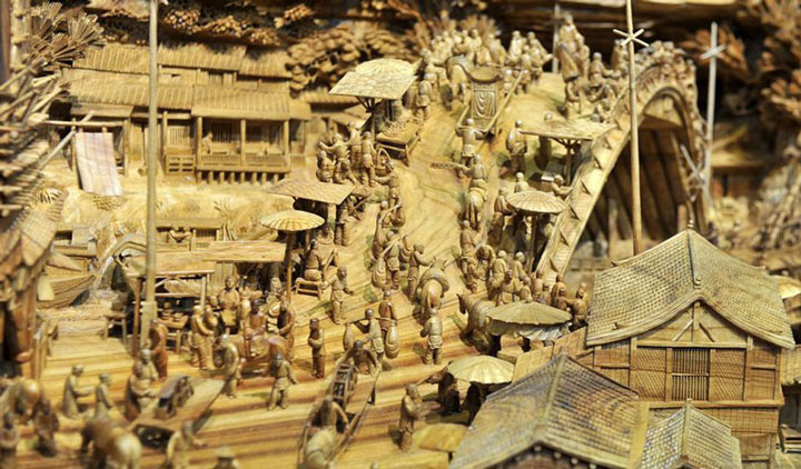 An Artist Makes World's Most Spectacular And Longest Wooden Sculpture-2