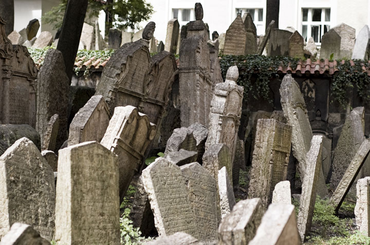 11 juxtaposed cemeteries of Prague-The 10 Most Scary Places On The Earth-23