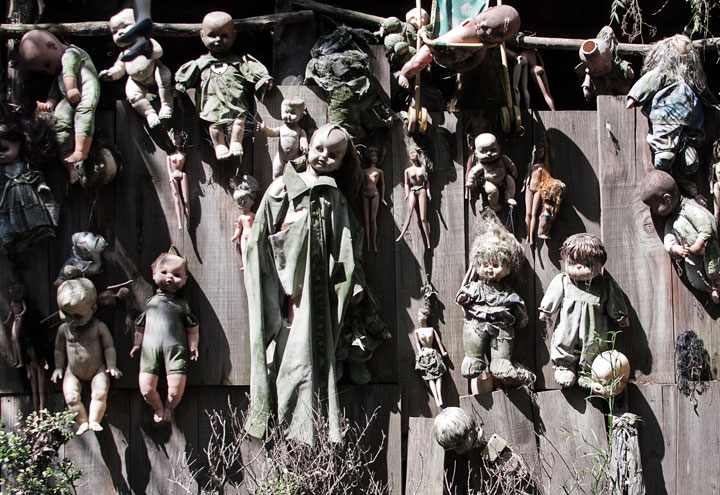 The creepy dolls on an island in Mexico-The 10 Most Scary Places On The Earth-6