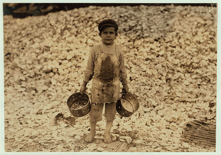 5 year old child who picks shrimp in Biloxi, Mississippi-20 Photographs Showing The Child Labor Conditions In Early Twentieth Century-14