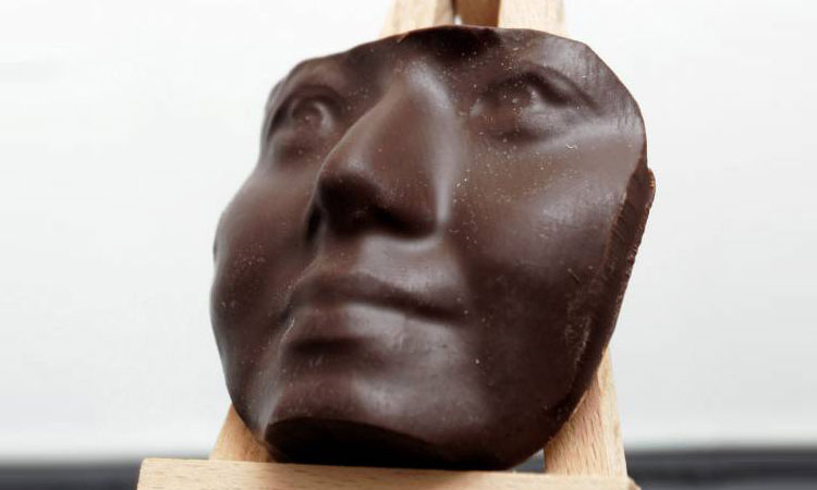 You Can Finally Eat Chocolate Sculpture Of Your Face Using 3D Printing Technology (Video)-4