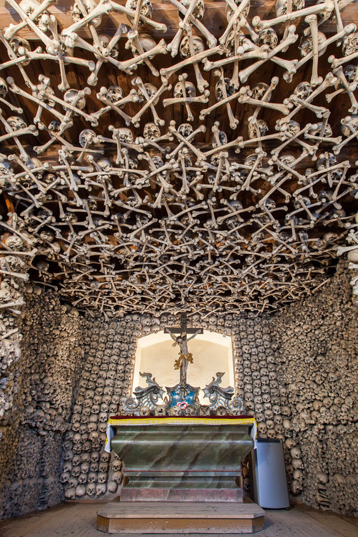 Top 14 Creepy Monuments Erected With Human Bones And Skulls-1