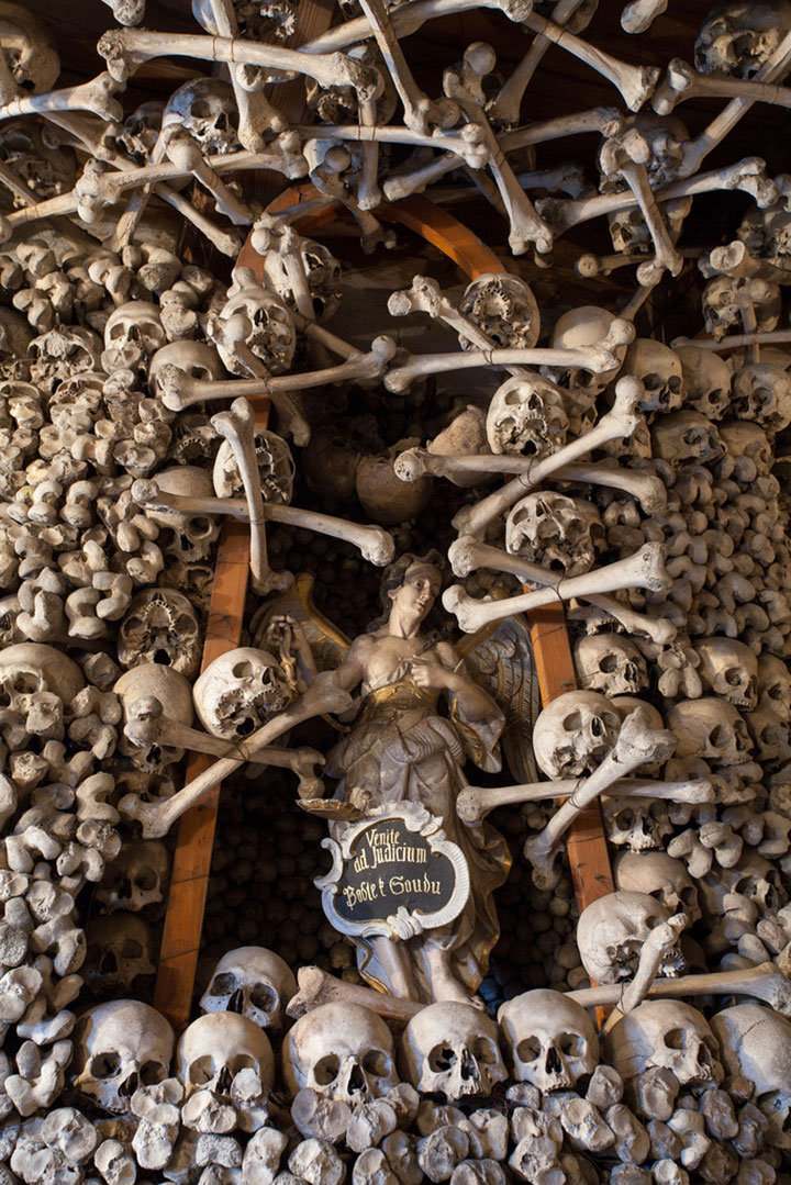 Top 14 Creepy Monuments Erected With Human Bones And Skulls-2
