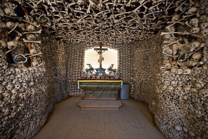 Top 14 Creepy Monuments Erected With Human Bones And Skulls-3